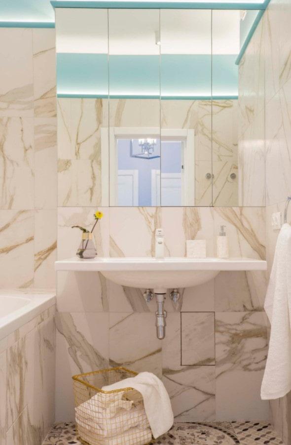 salle de bain en marbre beige