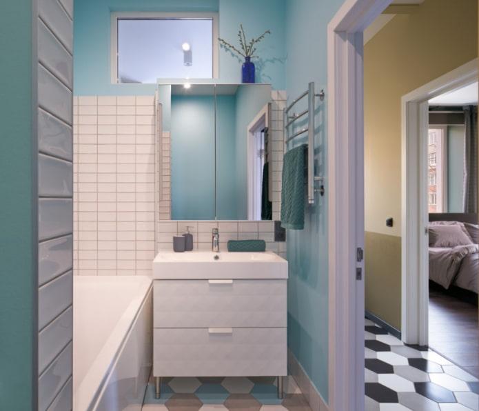 conception de salle de bain avec tableau arrière
