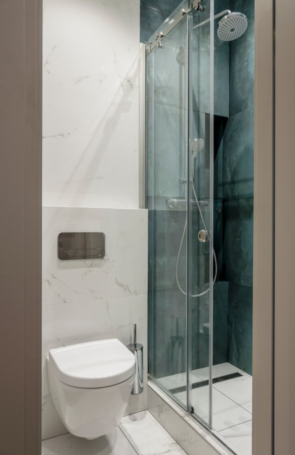 mettre en valeur la douche avec des carreaux