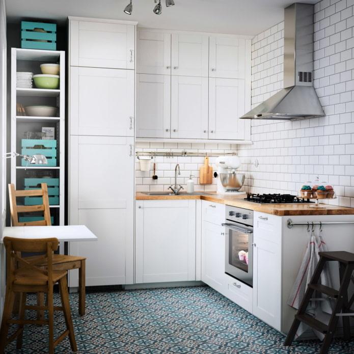 étagères ouvertes dans la cuisine