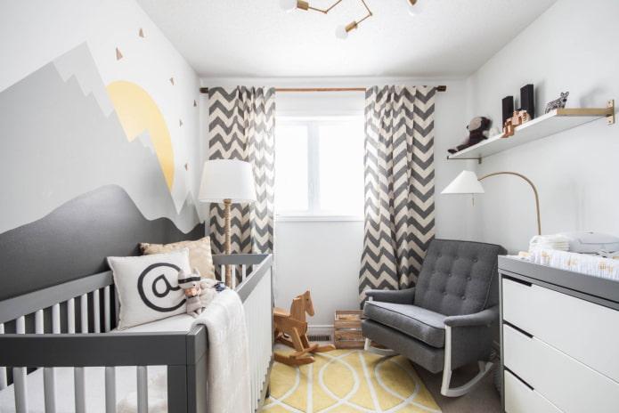 rideaux avec un imprimé en zigzag dans la chambre d'enfant