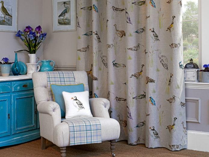 rideaux avec des oiseaux à l'intérieur
