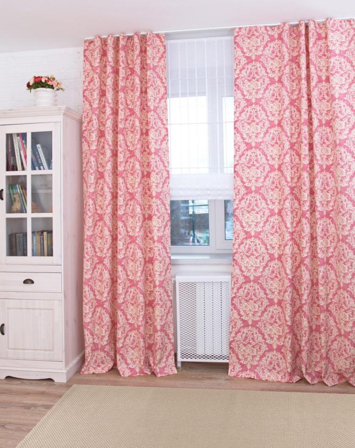 rideaux avec un motif monogramme à l'intérieur