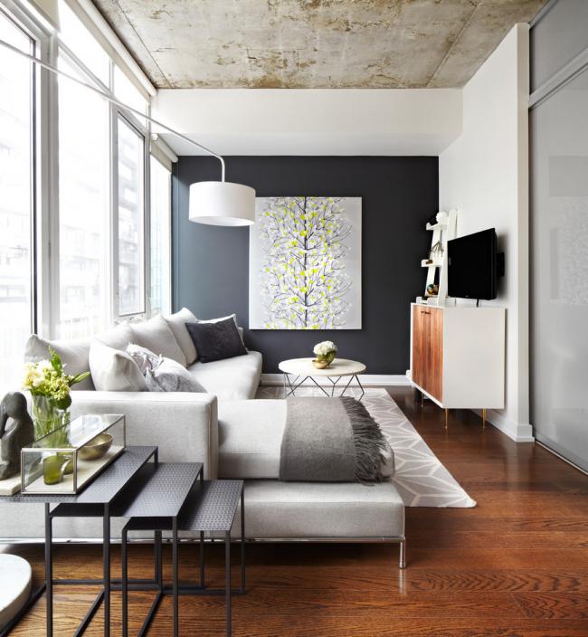 Plafond en béton dans un intérieur moderne