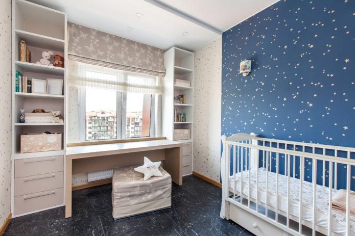 rideaux romains doubles dans la chambre d'enfant