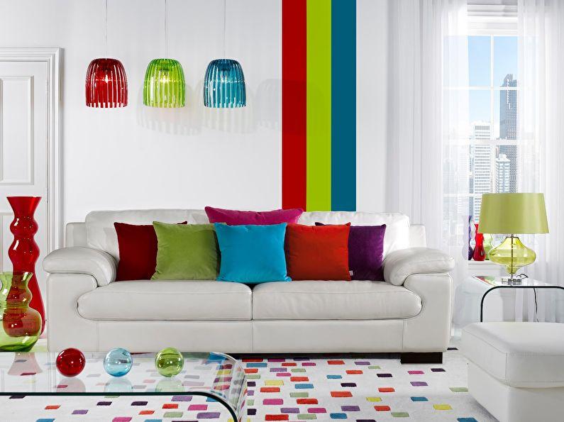 La combinaison de couleurs à l'intérieur du salon - blanc avec rouge, vert et bleu