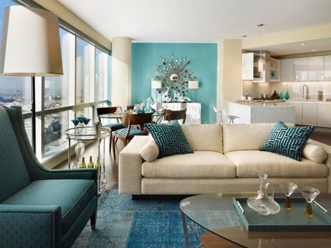 Une combinaison rafraîchissante de délicates couleurs sablonneuses et turquoises vibrantes