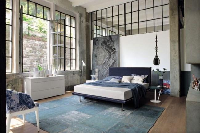 De grandes fenêtres et des cloisons vitrées agrandissent votre pièce