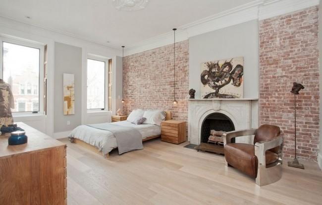 Une pièce lumineuse utilisant plusieurs styles, l'absence de tapis au sol agrandit visuellement la pièce