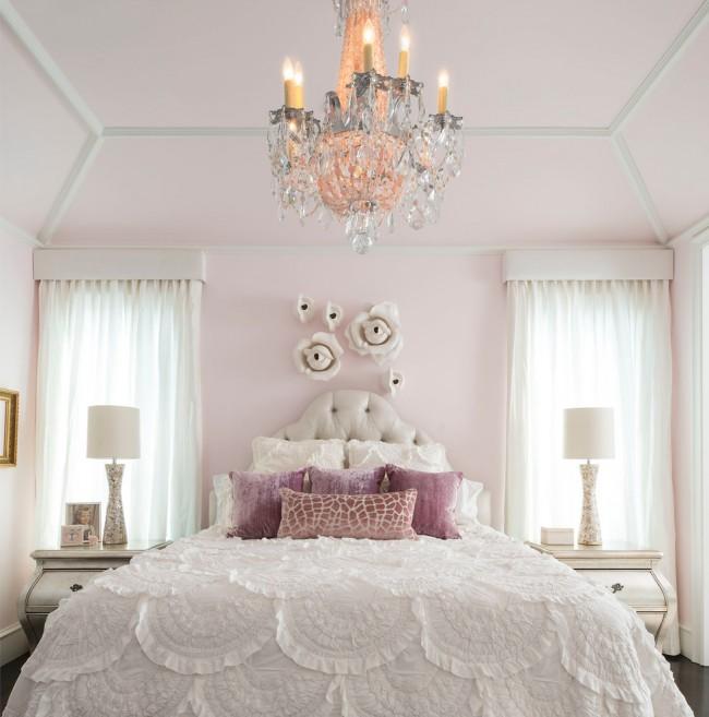 Chambre délicate et romantique.