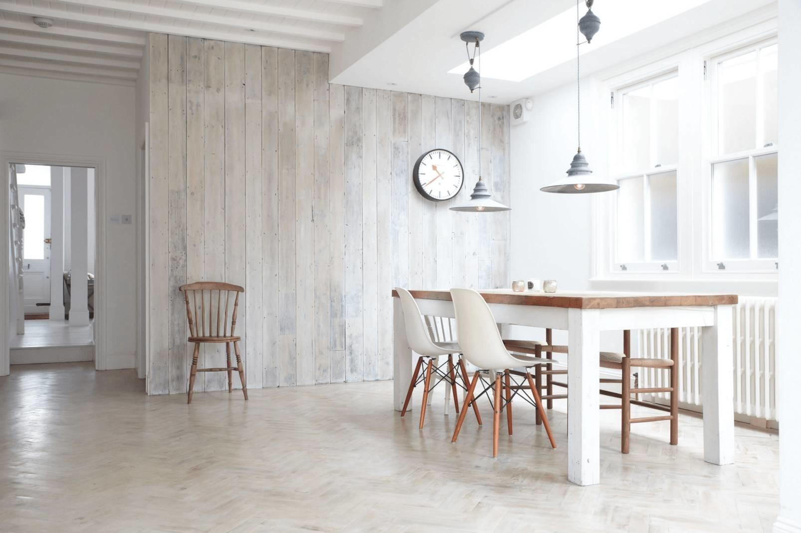 Le style scandinave a longtemps été synonyme de simplicité, de minimalisme et de lumière naturelle à l'intérieur.