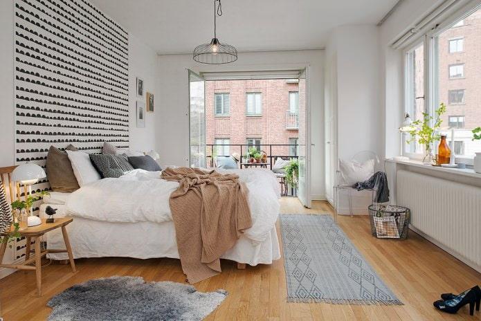 Intérieur de chambre de style scandinave avec balcon