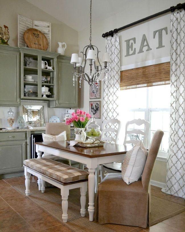 La combinaison de trois types de rideaux différents dans la cuisine - frais et originaux