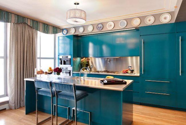 Rideaux avec lambrequins dans la cuisine - beaux et élégants