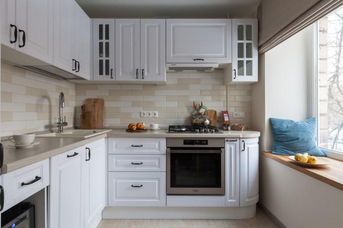 zone de cuisson à l'intérieur de la cuisine en forme d'angle