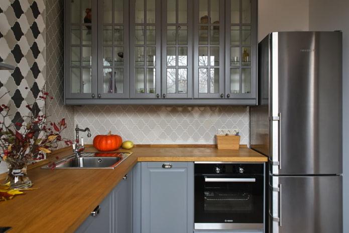 zone de lavage à l'intérieur de la cuisine sous la forme d'un angle