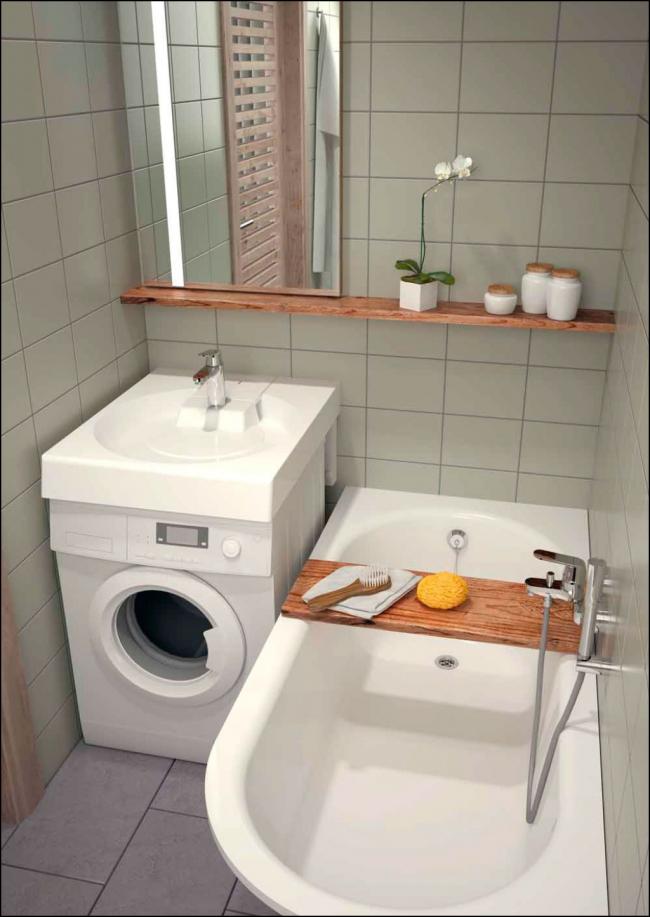 Emplacement pratique du lavabo au-dessus de la machine à laver dans une petite salle de bain