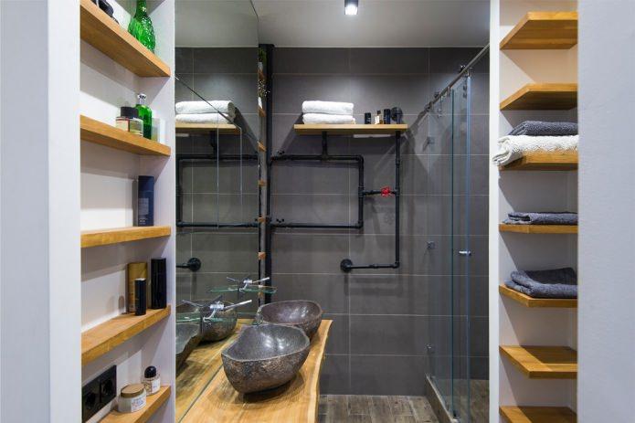 tuyaux dans la salle de bain dans un style loft