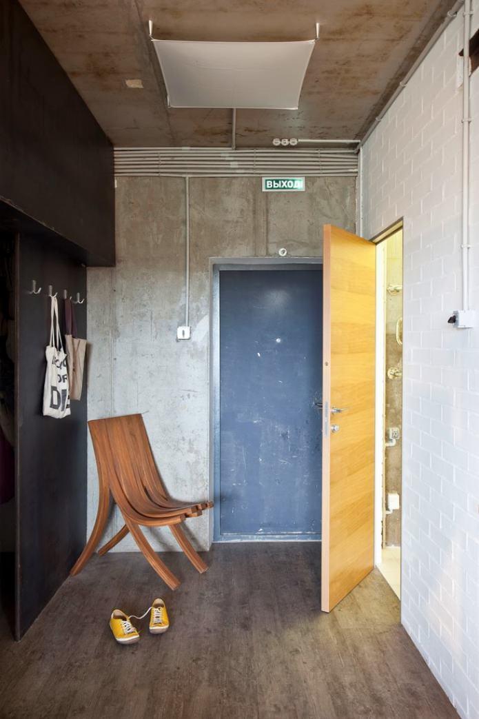 murs en béton dans le couloir