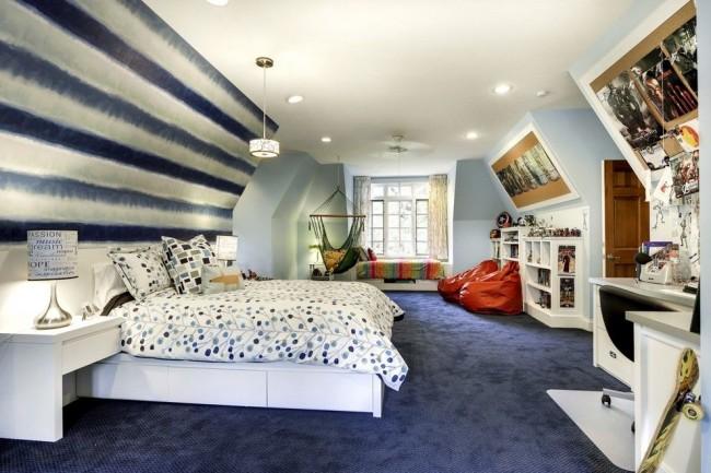 Chambre d'adolescent confortable et belle