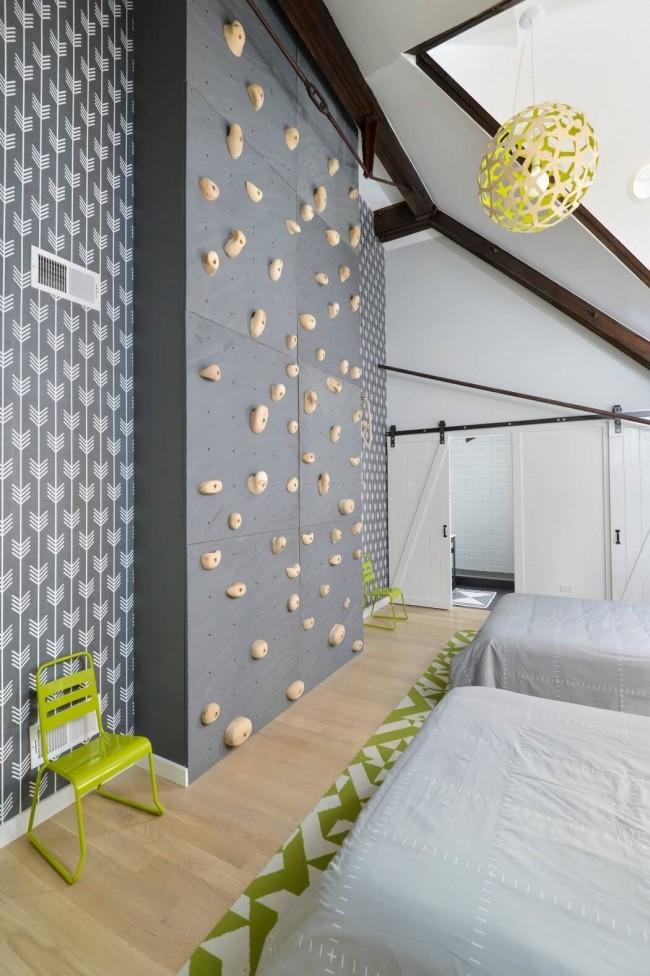 Si votre enfant a une passion pour l'alpinisme, alors faites un tel mur dans sa chambre, il sera ravi