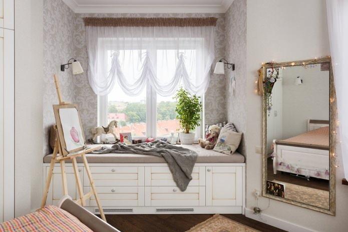 lit avec tiroirs dans la pépinière