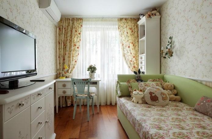 Style provençal dans une petite chambre d'enfants