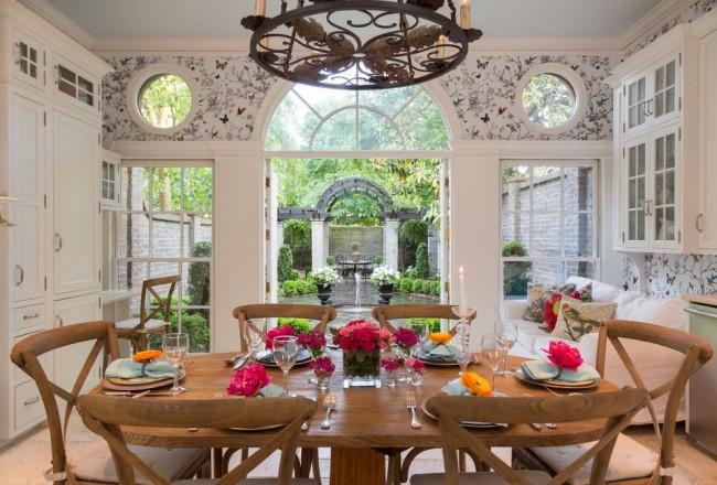 Imprimé papillon pour papier peint, casque de couleur claire, abondance de couleurs - le secret pour créer une atmosphère romantique dans votre cuisine