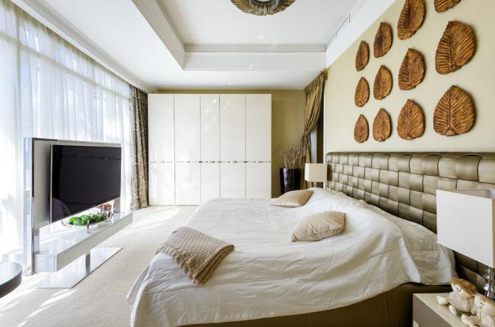 plafond blanc dans la chambre