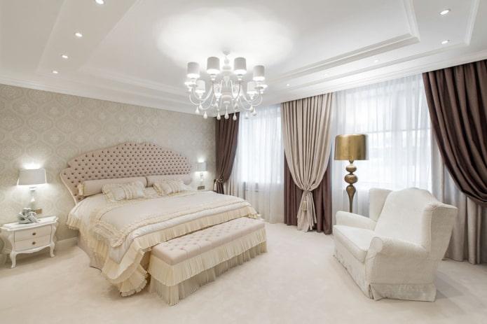 rideaux classiques dans la chambre