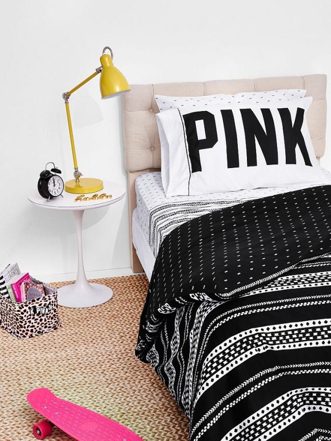 Coloration noir et blanc rebelle dans la chambre d'un adolescent
