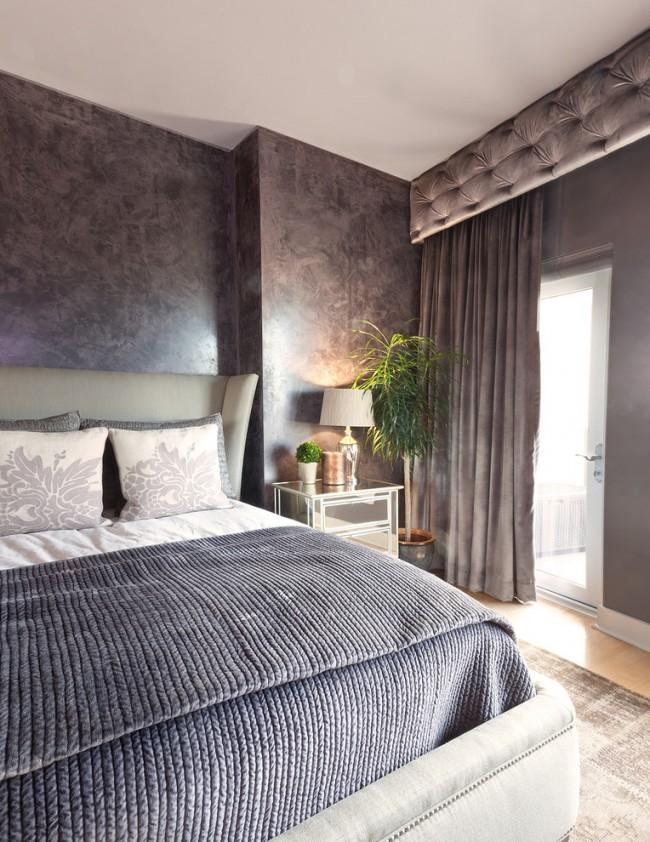 Les couettes et couvre-lits en velours, en courtepointe et monochromes seront élégants dans une chambre moderne.