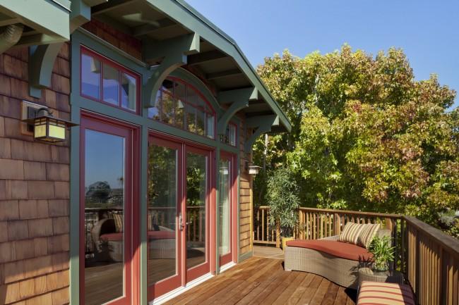 Plusieurs options pour la terre cuite à l'extérieur: Option 3 - Rouge fané sur la terrasse