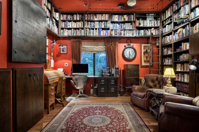 Murs et plafond de bureau à domicile de couleur unie