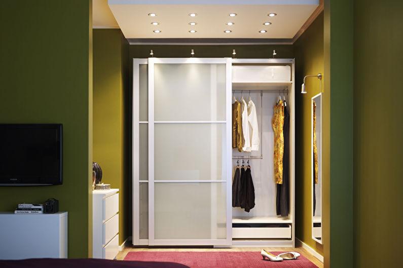 Armoires coulissantes pour le couloir dans un style moderne