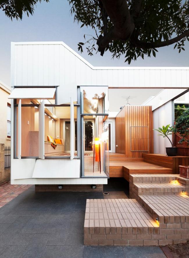 Élégante petite maison à un étage faite de conteneurs d'expédition