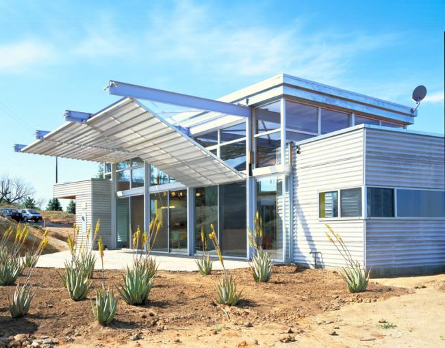 Le faible coût de construction est l'un des principaux avantages d'une maison de conteneur