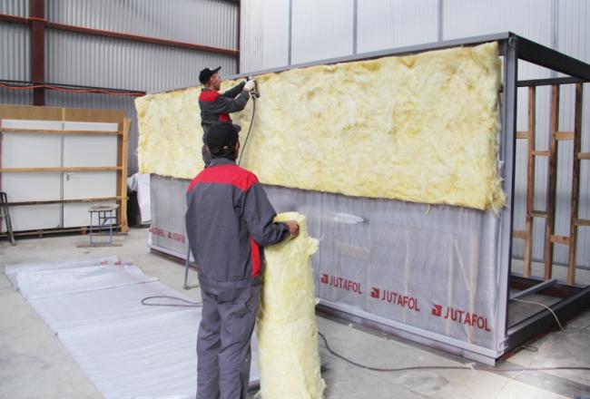 Isolation du conteneur avec de la laine minérale
