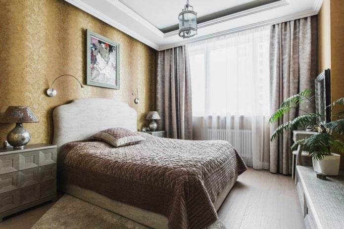 lit avec couvre-lit marron dans la chambre