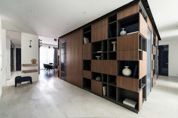 armoire modulable à l'intérieur du couloir