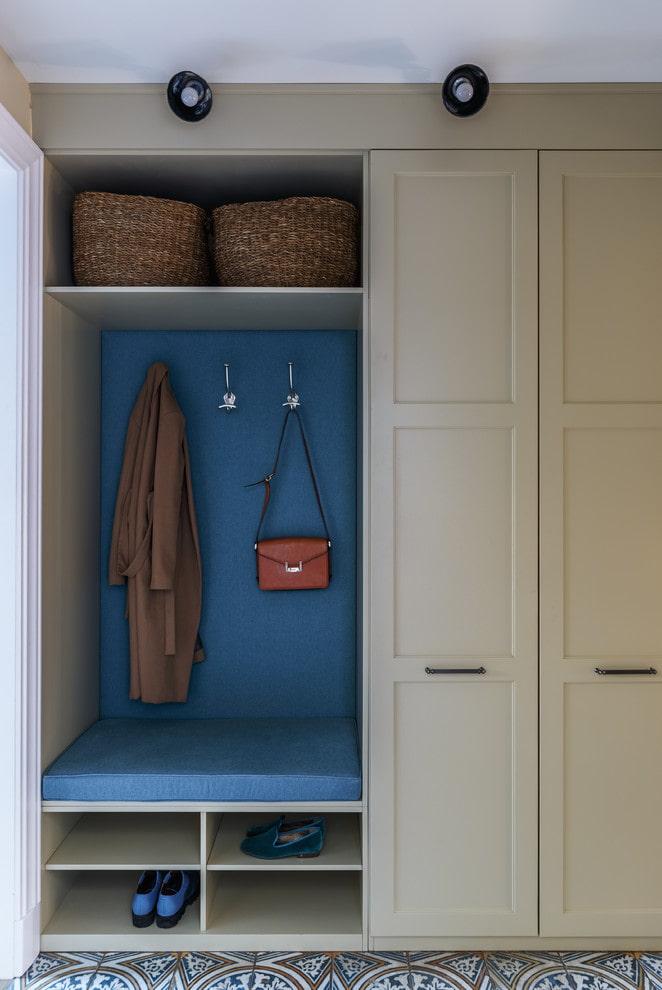 armoire combinée à l'intérieur du couloir
