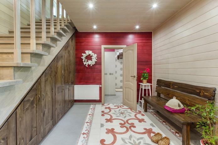 armoire sous les escaliers à l'intérieur du couloir