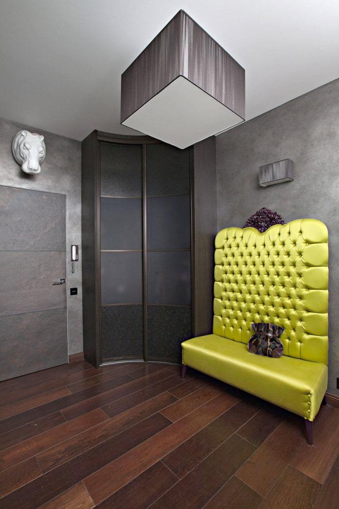 armoire de rayon à l'intérieur du couloir