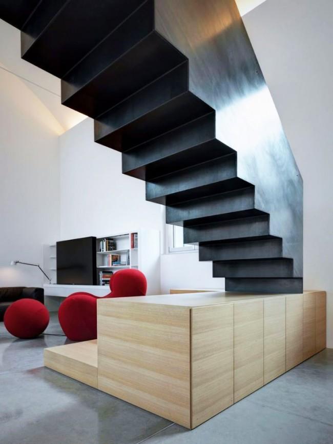 L'autoconstruction d'un escalier métallique est un processus laborieux que tout le monde ne peut pas faire