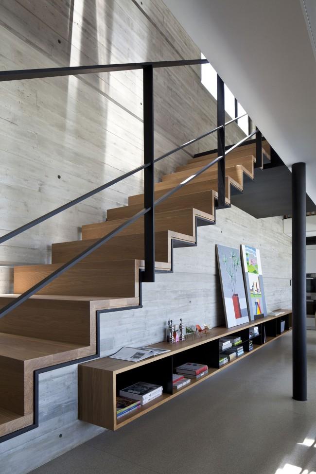 Escalier au deuxième étage dans un style moderne