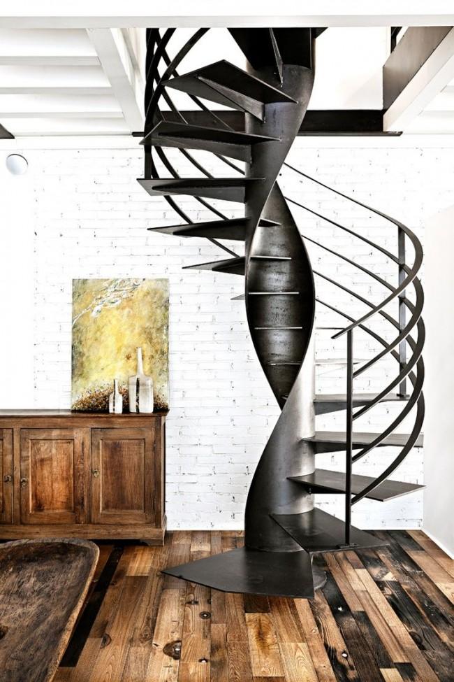 Escalier de style loft au deuxième étage