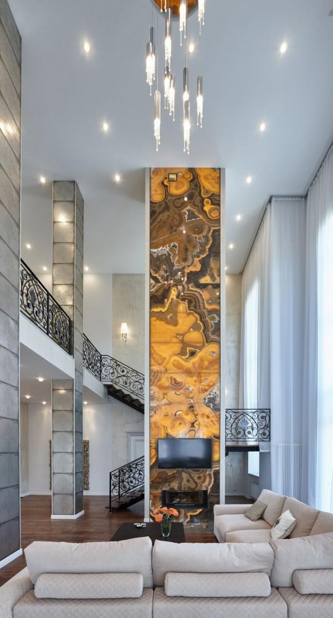 Salon avec un escalier sur une charpente métallique