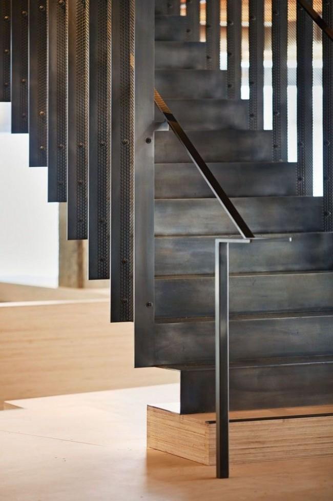 S'il y a de jeunes enfants ou des personnes âgées dans la maison, les problèmes de sécurité doivent être pris en compte lors du choix d'un escalier.