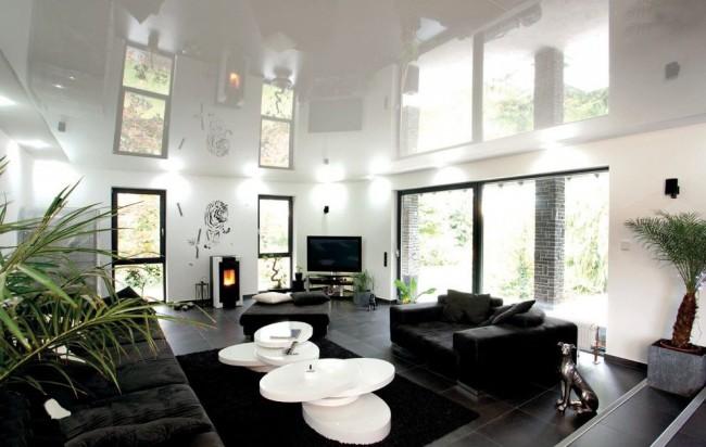 Les plafonds en film PVC sont très pratiques et ont un coût inférieur à celui des plafonds en tissu