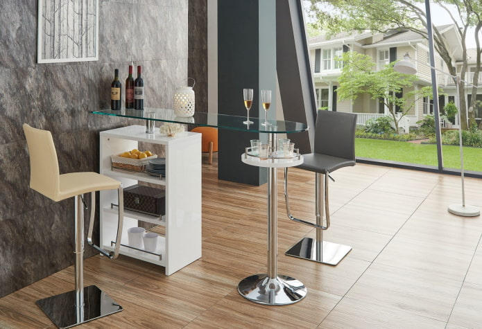 comptoir de bar en verre à l'intérieur